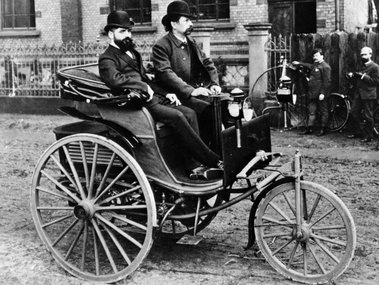 karl-benz-elso-automobil